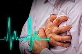 علت ونشانه ها ودرمان تپش وخفقان قلب در طب اسلامی ایت الله تبریزیان از نشانههای تپش قلب احساس اظطراب واسترس دلشوره کم خوابی و نبض زیاد از معمول قلب است  نمیباشد و جای نگرانی چندانی ندارد ولی گاهی ممکن است نشانه بیماری های خیلی مهم باشد. برخی از علل شایع تپش قلب اینها هستند: * برخی بیماری قلبی مثل ایسکمی قلبی، بیماری های دریچه ای مختلف از جمله افتادگی (پرولاپس) دریچه میترال، نارسایی قلبی و میوکاردیت ها، پریکاردیت و آریتمی های قلبی . * علل روحی و روانی ونیز برانگیخنگی احساسی مانند ترس،استرس یا اضطراب،افسردگی و… * ورزش و فعالیت جسمی * موادی مانند کافئین،نیکوتین،کوکائین و برخی از قرصهای لاغری. *بیماریهایی مانند پرکاری تیروئید، بیماری های ریوی و هیپوکسی ( کاهش میزان اکسیژن خون). * برخی داروها مثل: داروهایی که برای درمان بیماری های تیروئید،آسم،فشارخون بالا یا بینظمی ضربان قلب مصرف میشوند. * بیخوابی ، خستگی * کم خونی * تب علل روحی و روانی تپش قلب به تنهایی نشاندهنده هیچ گروه خاصی از اختلالات نیست و اغلب در واقع اختلال فیزیکی اولیه نبوده، بلکه مشکلی روانی است. گاهی بویژه در بیماران مبتلا به اضطراب ، بیماران از احساس تپش قلب شکایت دارند که اغلب در بررسیها اختلال ریتمی (مثل نوار قلب و هولتر ۲۴ ساعته) هیچ مشکلی مشخص نمیشود تپش قلب در اکثر موارد نشانه بیماری خاصی نمیباشد و جای نگرانی چندانی ندارد ولی گاهی ممکن است نشانه بیماری های خیلی مهم باشد. برخی از علل شایع تپش قلب اینها هستند: * برخی بیماری قلبی مثل ایسکمی قلبی، بیماری های دریچه ای مختلف از جمله افتادگی (پرولاپس) دریچه میترال، نارسایی قلبی و میوکاردیت ها، پریکاردیت و آریتمی های قلبی . * علل روحی و روانی ونیز برانگیخنگی احساسی مانند ترس،استرس یا اضطراب،افسردگی و… * ورزش و فعالیت جسمی * موادی مانند کافئین،نیکوتین،کوکائین و برخی از قرصهای لاغری. *بیماریهایی مانند پرکاری تیروئید، بیماری های ریوی و هیپوکسی ( کاهش میزان اکسیژن خون). * برخی داروها مثل: داروهایی که برای درمان بیماری های تیروئید،آسم،فشارخون بالا یا بینظمی ضربان قلب مصرف میشوند. * بیخوابی ، خستگی * کم خونی * تب علل روحی و روانی تپش قلب به تنهایی نشاندهنده هیچ گروه خاصی از اختلالات نیست و اغلب در واقع اختلال فیزیکی اولیه نبوده، بلکه مشکلی روانی است. گاهی بویژه در بیم